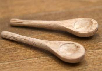 Tc0915 - Due cucchiai di legno