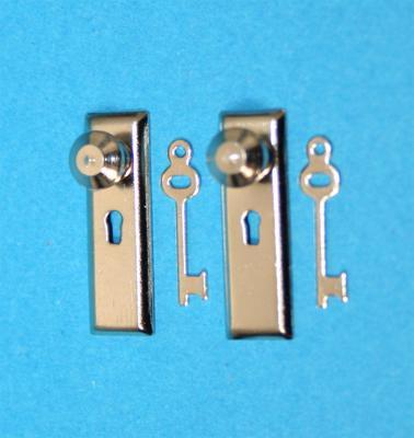 Tc0320 - Two silver lockes