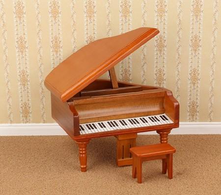 Mb0644 - Piano con taburete