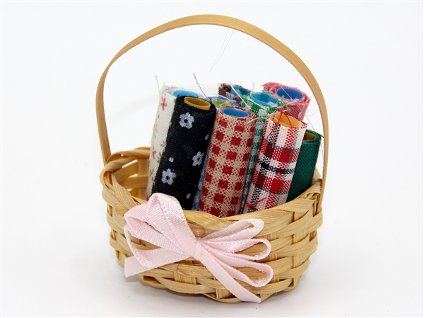 Tc0182 - Basket with fabrics