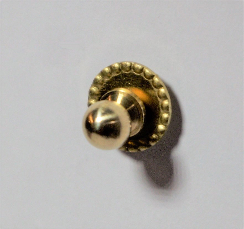 Tc1158 - Un pomo dorado