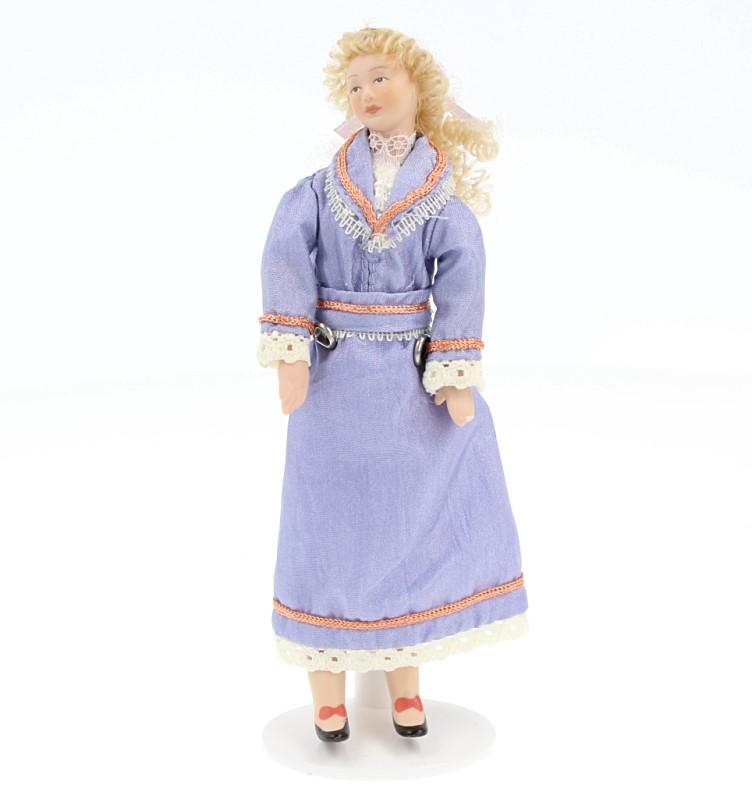 Hb0093 - Femme en robe lilas