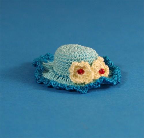 Tc1750 - Chapeau bleu clair à fleurs