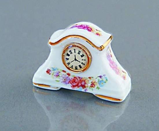 Re14645 - Reloj de porcelana
