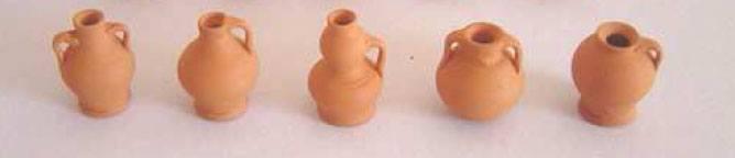 mk0025 - Assortment of 5 jars