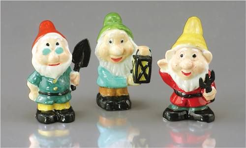 Re18236 - Three garden gnomes