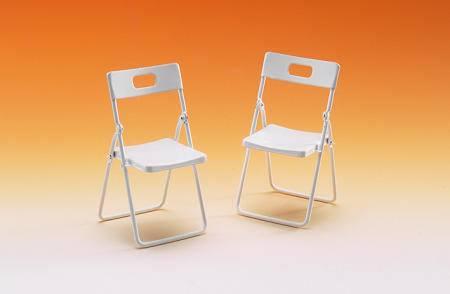 Tc0903 - Dos sillas plegables blancas