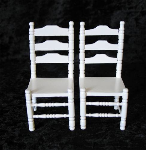 Mb0104 - Dos sillas blancas