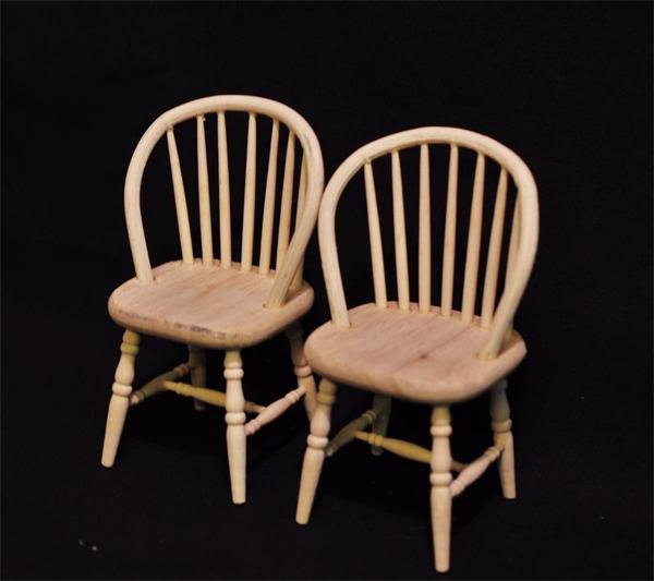 Mb0410 - Two unpainted chairs